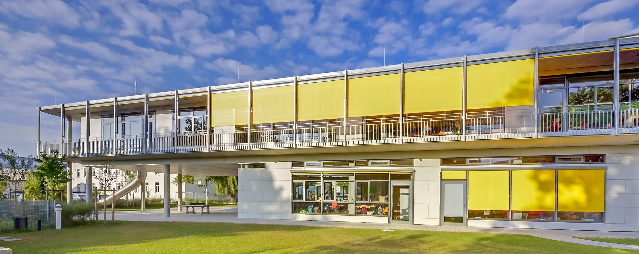 Ansicht des Neubaus und der Außenflächen