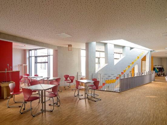 Flur im Obergeschoss der Montessori-Schule