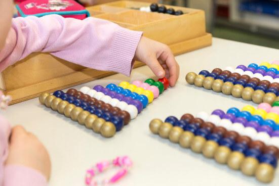 Goldenes Perlenmaterial im Mathematikunterricht